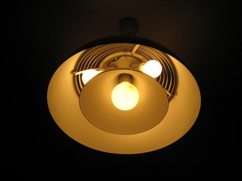 AJ LAMP ROYAL。アルネ・ヤコブセンがデザインしたランプ。