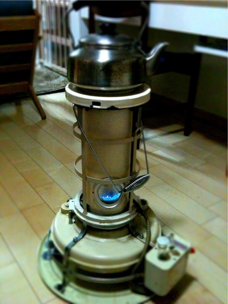 アラジンの灯油ストーブ。