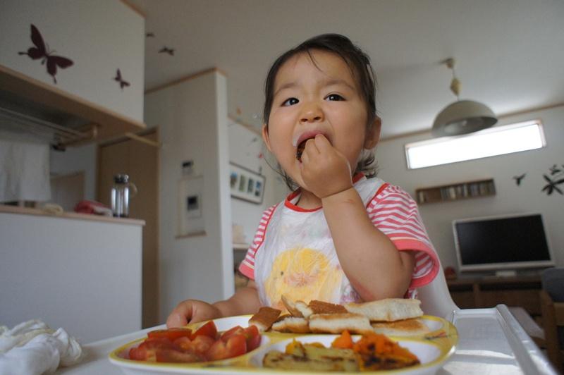 1歳児の食事。